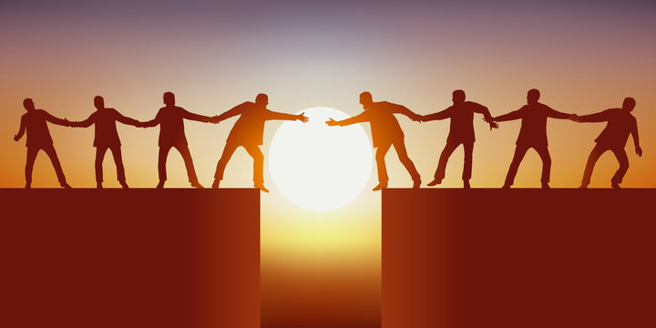 Concept du travail d'équipe avec deux groupes d'hommes, séparés par un gouffre qui tente de se rejoindre en se tenant mutuellement pour réussir à surmonter l'obstacle.