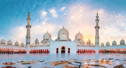 Sheikh Zayed Grand Mosque in Abu Dhabi panoramic view