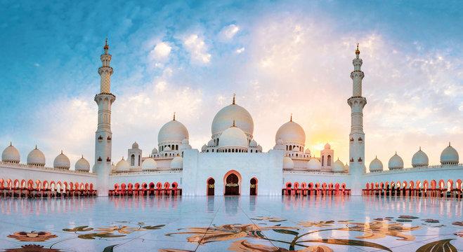 Sheikh Zayed Grand Mosque in Abu Dhabi panoramic view