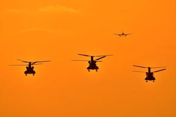 奇跡の写真 夕日と輝く 美しい夕焼けヘリコプター Good luck A beautiful sunset helicopter shining with the sunset 熊本県 陸上自衛隊 高遊原分屯地