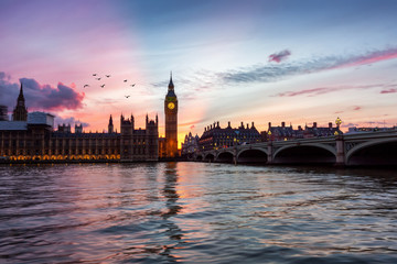 Fotomurales - Sonnenuntergang hinter dem Big Ben Uhrenturm in London, Großbritannien