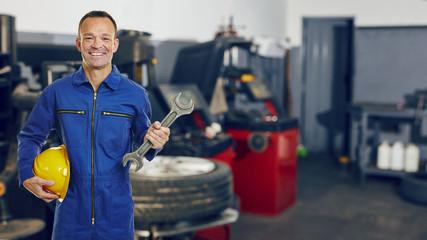 KFZ-Mechatroniker in Autowerkstatt