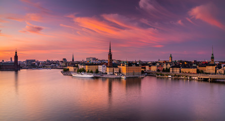 Scenic panoramic view of Gamla Stan, Stockholm at sunset, capital of Sweden. Fototapete