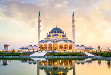Türaufkleber Dubai Sharjah New Mosque Largest mosque in Dubai, Travel and tourism Image, Arabic means: Indeed, prayer has been decreed upon the believers a decree of specified times