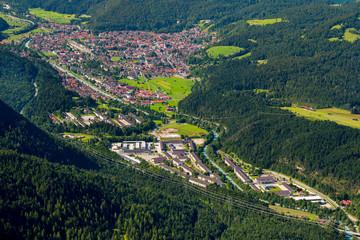 Blick auf Mittenwald mit Gebirgsjäger-Kaserne