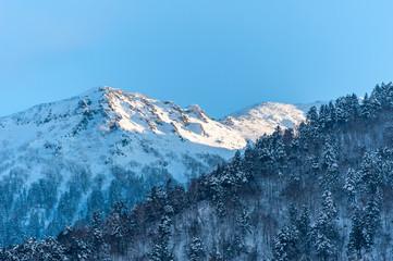 岐阜県高山市 雪山を照らす夕日