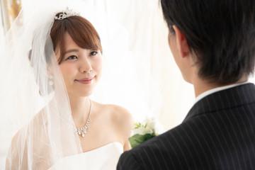 ベールアップ 花嫁