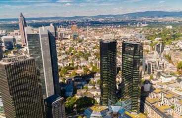 Panorama miasta z lotu ptaka. Frankfurt nad Menem widziana z gory.  Panorama miasta w Niemczech.  Srodmiescie Frankfurtu. Miasto w Hesji. - fototapety na wymiar