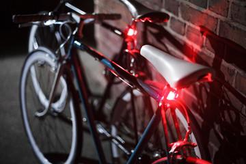 Fahrräder bei Nacht