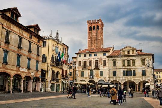 piazza della liberta in bassano del grappa, italien