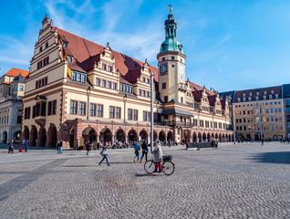 Leipziger Rathaus mit Marktplatz im Zentrum