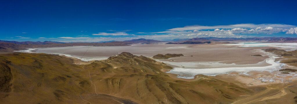 Salzsee (Salar) in den argentinischen Anden