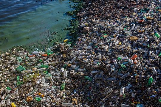 Meeres- und Wasserverschmutzung durch Plastikmüll