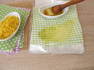 Making of ecological plastic-free beeswax cotton wraps as a alternative to plastic bags