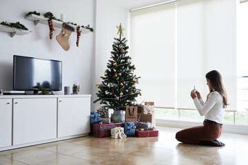Picture of christmas tree with gifts.