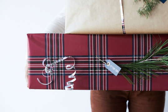 Wrapped xmas gifts details.