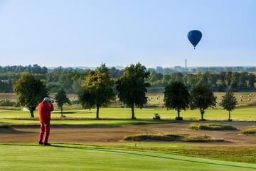 Fototapeta fotograf robi zdjęcie, balon na niebie obraz