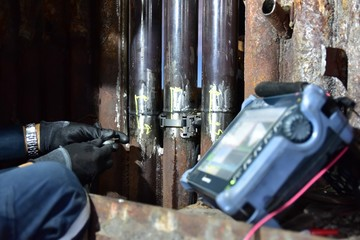 Phased Array Ultrasonics (PAUT) inspect the welding of water tube in power plant. Focus inspection area.