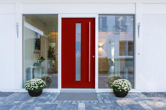 Haustür rot mit Glaseinsatz