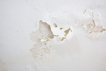 Painting blistering and peeling problems on the wall