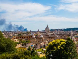 Fond de hotte en verre imprimé Nice Summer fire in Rome, Italy