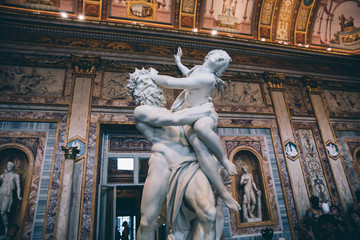 Baroque marble sculpture Rape of Proserpine by Bernini 1621 in Galleria Borghese Fototapete