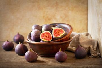 bowl of fresh figs fruit
