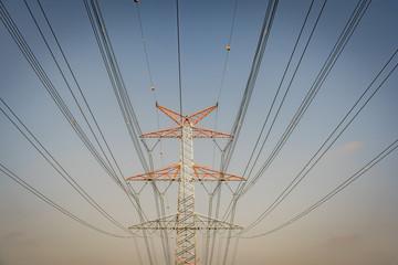 Elektrizität - Strommast mit Stromleitungen