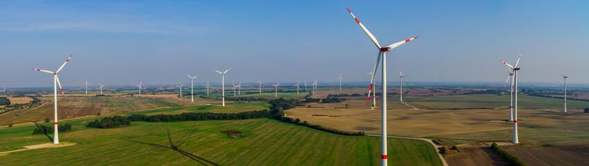 Windenergieanlage Panorama Windpark Luftbild und Nahaufnahme