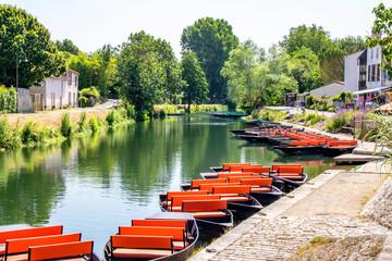 Poster Channel Coulon. Accostage de barques sur la Sèvre niortaise. Poitou-Charentes. Deux Sèvres