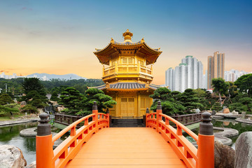 Photo sur Aluminium Hong-Kong Chi Lin Nunnery of Nan Lian Garden situated at Diamond hill, Hong Kong, China during sunset