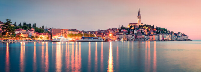 In de dag Blauwe jeans Incredible spring sunset of Rovinj town, Croatian fishing port on the west coast of the Istrian peninsula. Colorful evening seascape of Adriatic Sea. Traveling concept background.