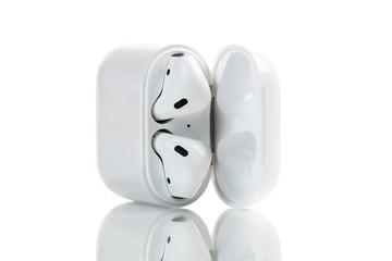 Apple wireless earphones