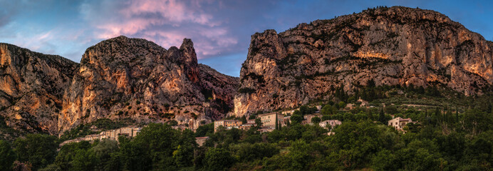 Photo Stands Deep brown Moustiers Sainte Marie sunset panorama