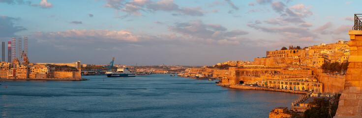 Foto auf AluDibond Blau türkis Malta sunset landscape