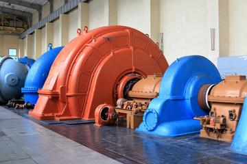 Turbine, Generator und Pumpensatz in einem historischen Pumpspeicherwerk