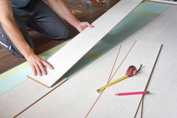 Układanie i wymiana paneli podłogowych