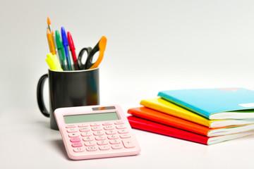 Artículos escolares de papelería variados