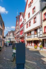 Malerische Einkaufsstraße im Eifelstädtchen Bad Münstereifel