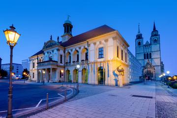 Rathaus Magdeburg zur blauen Stunde