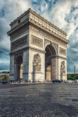 Fototapete - View of the Arch of Triumph from the street in Paris