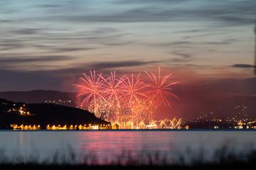 Feu d'artifice sur le Lac d'Annecy