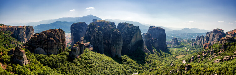 Breathtaking morning view on the rocks and Monasteries of the Meteora area Fotomurales