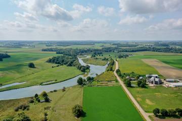 Fond de hotte en verre imprimé Vert Drone Shot - River Through Farmland Waterloo Ontario
