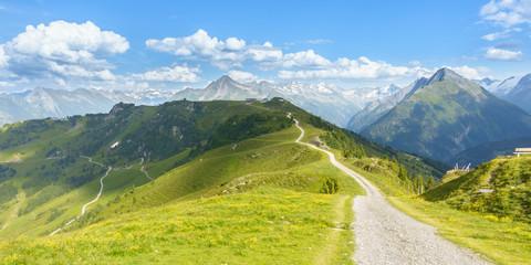 Fototapete - Mountainbikestrecke in den österreichischen Alpen als Panorama