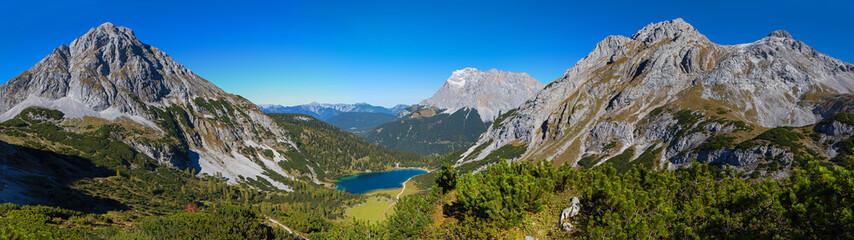 Fantastisches Alpenpanorama - Blick vom Höhenweg auf den Seebensee, Zugspitze und Ehrwalder Sonnenspitze