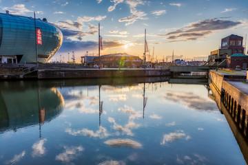 Klimahaus und Havenwelten im Sonnenuntergang