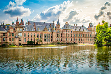 Fotomurales - Binnenhof building in the city centre of The Hague (Den Haag), The Netherlands.