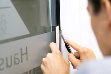 Folie schneiden / Fensterfolie / Werbetechnik