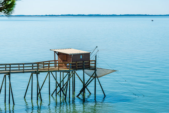 CHARENTE-MARITIME (Aquitaine, France), maison de pêcheur sur pilotis ou Carrelet